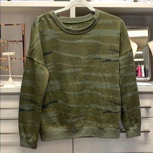 Zoe + Live Camo Sweatshirt Size M
